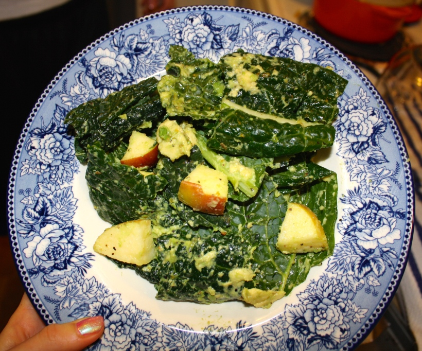 Delicious & Simple Avocado Kale Salad. Simply mix up avocado, lemon juice, montreal seasoning, and sliced apple with kale.  https://aliciamariere.wordpress.com/
